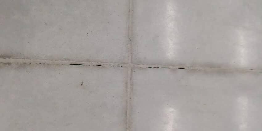 opravy poškození dilatační spáry podlahy