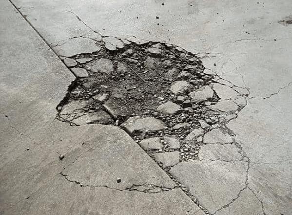 opravy průmyslových podlah - výtluk